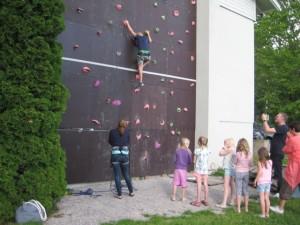Klatreveggen er en av de mest populære aktiviteter på Stenbekk
