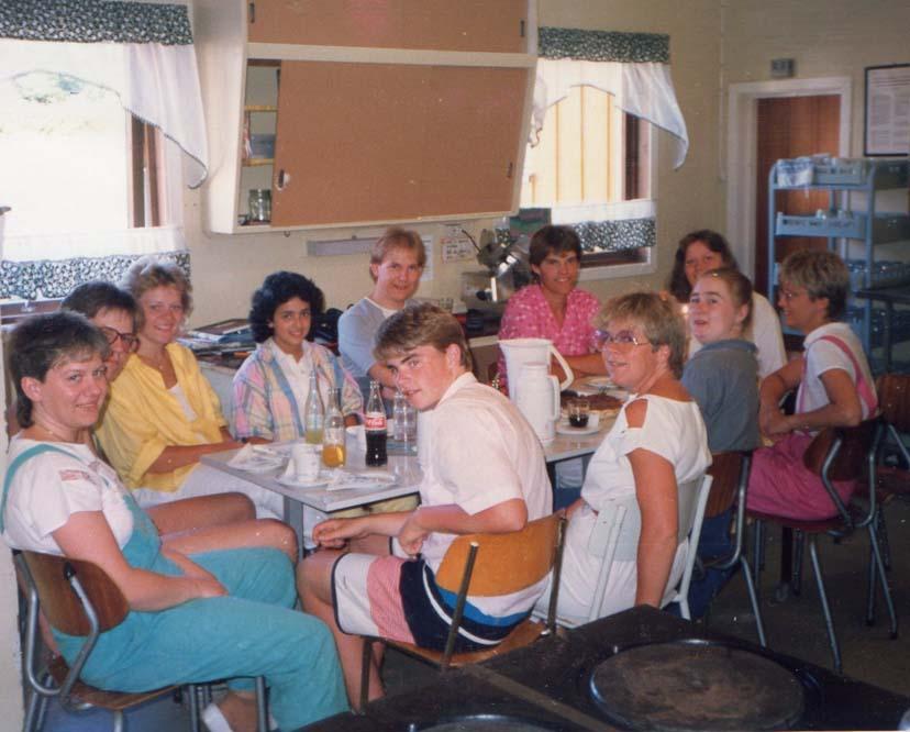 1986 Kjøkken og ledergjengen på kjøkkenet