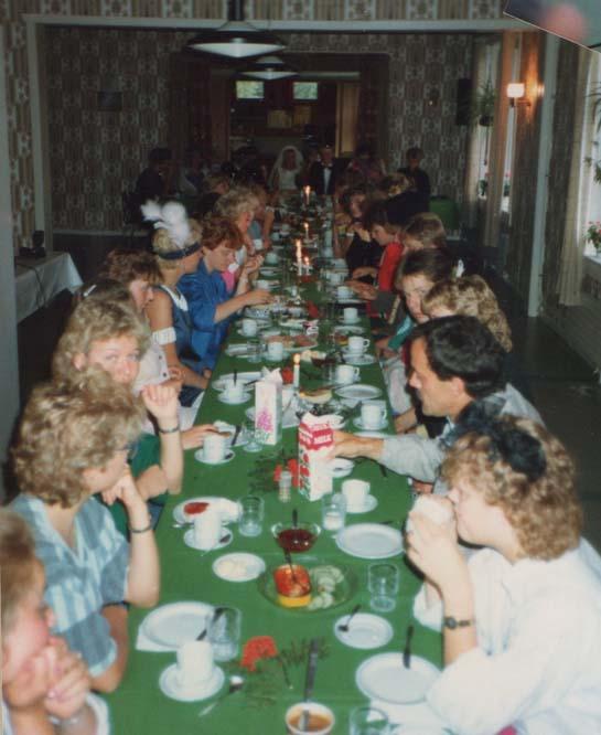 1986 Ungdomsleir. Festbordet