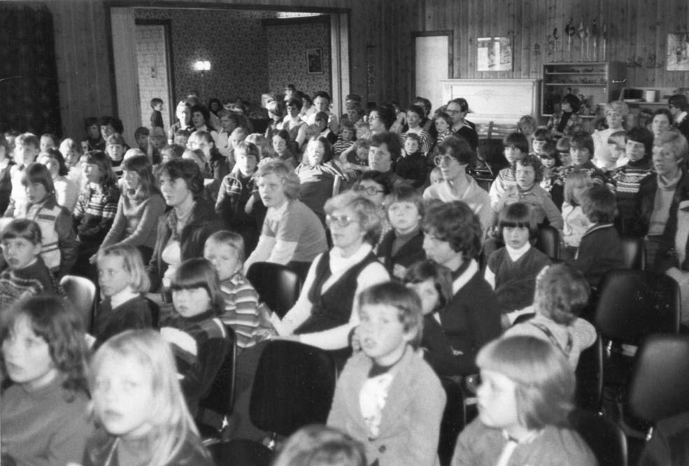 1979 Barneforeningsbesøk møtesalen a