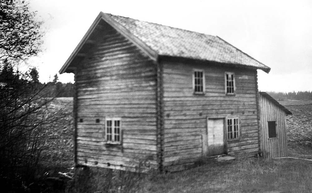 Et annet hus ved dammen